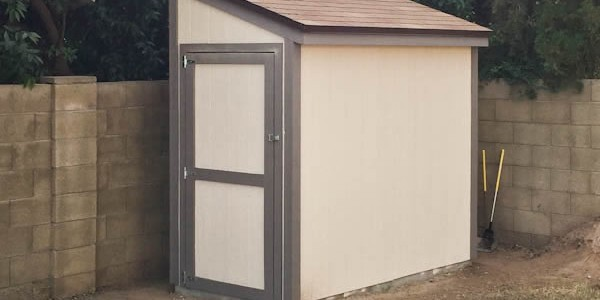 4x8 Lean to shed with door on the end.
