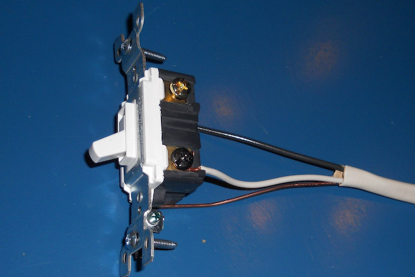 single pole switch single pole switch for backyard storage shed lighting wiring a single pole switch at readyjetset.co