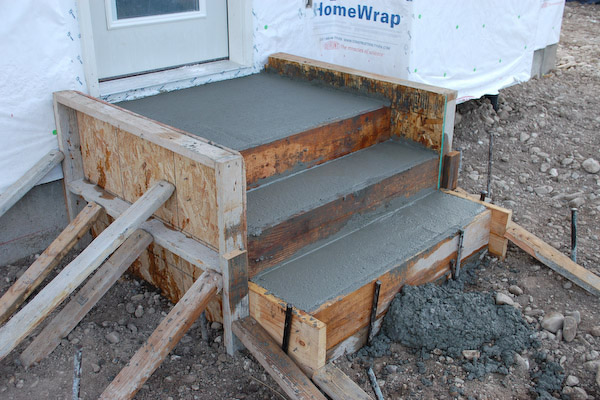 concrete steps form filled