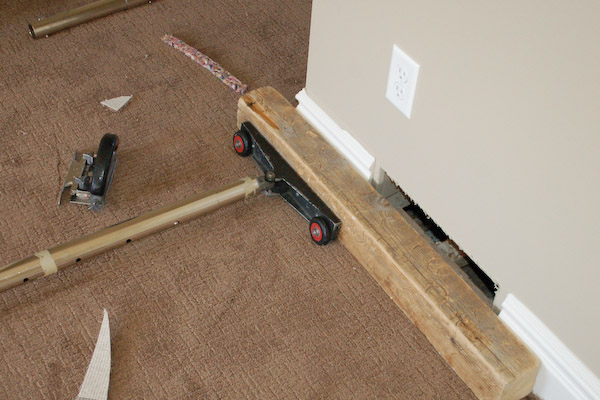 carpet stretcher protect base board